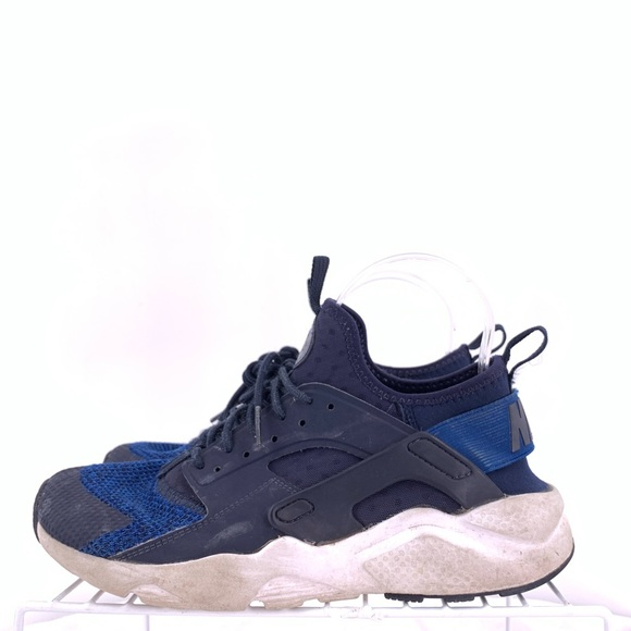 designer fashion dc341 be8a2 Nike Air Huaraches Boys Size 6.5y